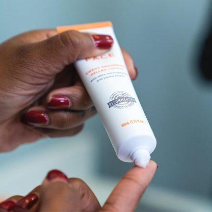 Using bottle of Carpe Face Antiperspirant No Sweat Face